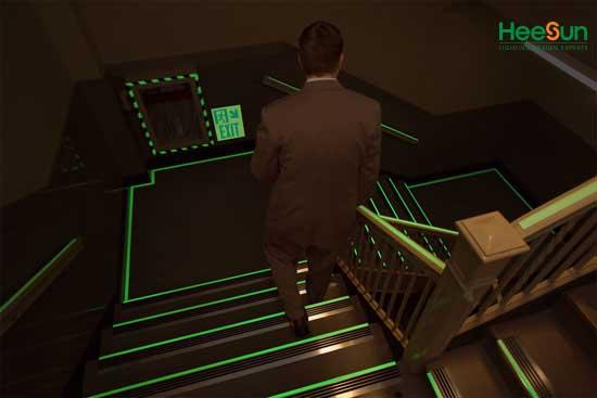 Cách sử dụng đèn chỉ dẫn hướng xuống cầu thang-1 mặt HS-EXIT-CTX