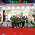 Khách hàng nô nức checkin nhận quà tại gian hàng Heesun - HEESUN VIỆT NAM