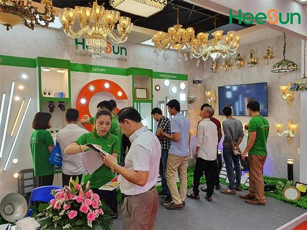 Không khí hội chợ Việt Build