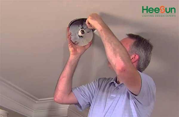 Hướng dẫn thay đèn led âm trần