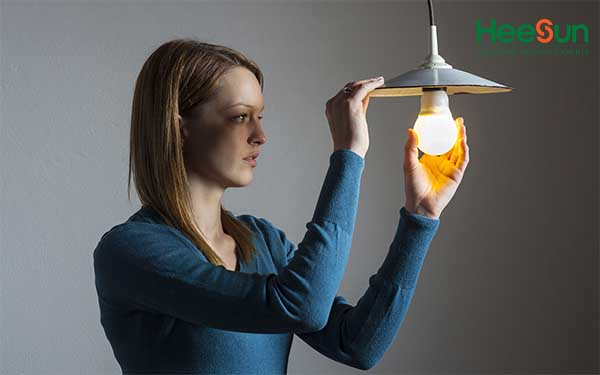 Cách thay bóng đèn LED